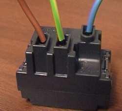 Presa schuko bticino collegamento confortevole soggiorno for Presa schuko collegamento cavi
